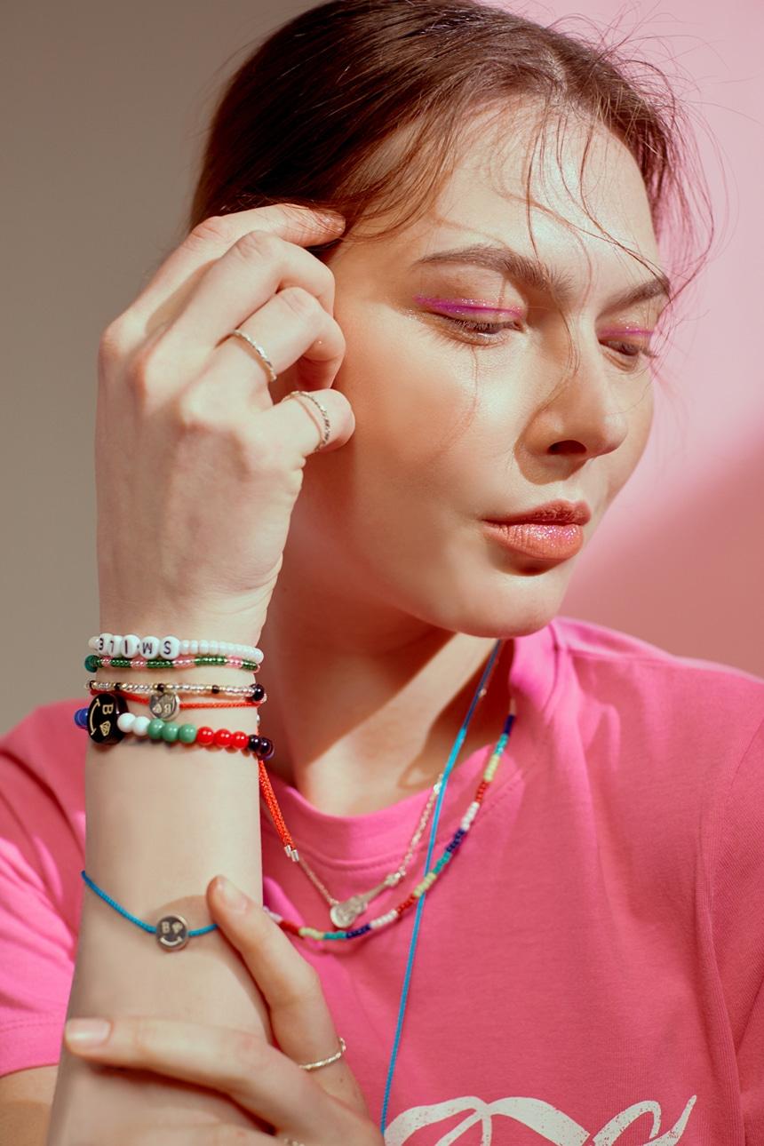 봉보(BONBEAU) 봉보 실버 스마일 코인 매듭팔찌 Smile string Bracelet
